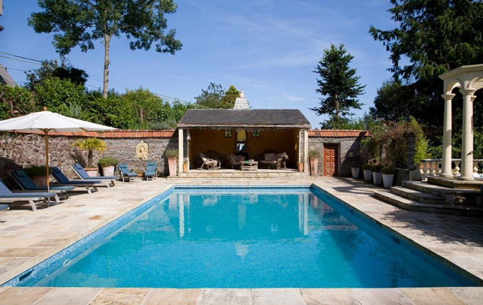 swimmingpool_large
