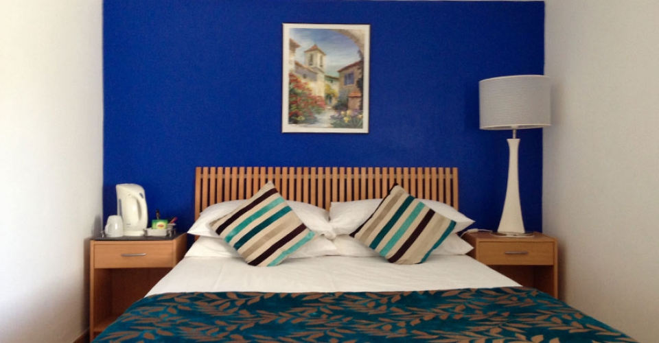 double-bedroom-guesthouse-avignon-1