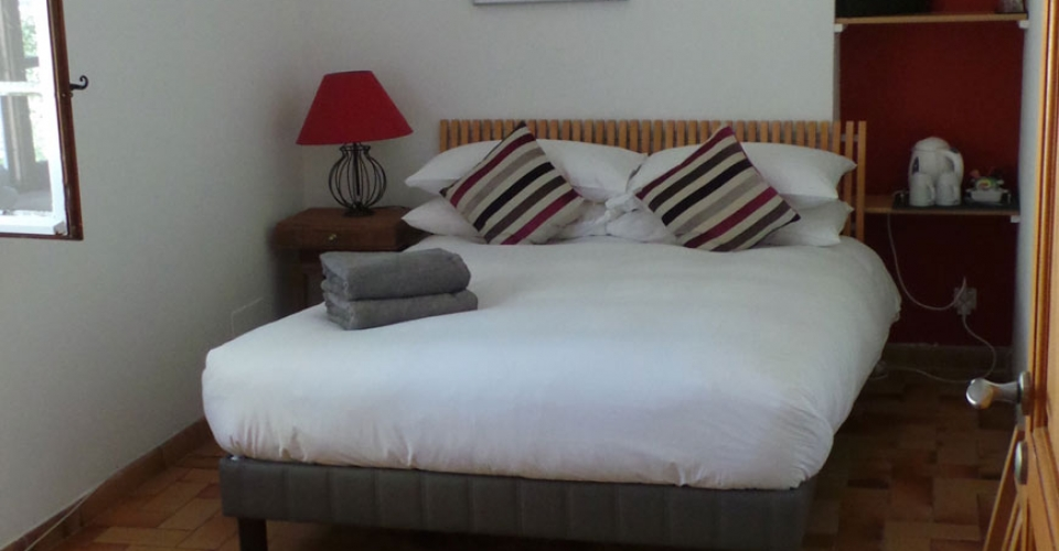double-bedroom-guesthouse-south-france